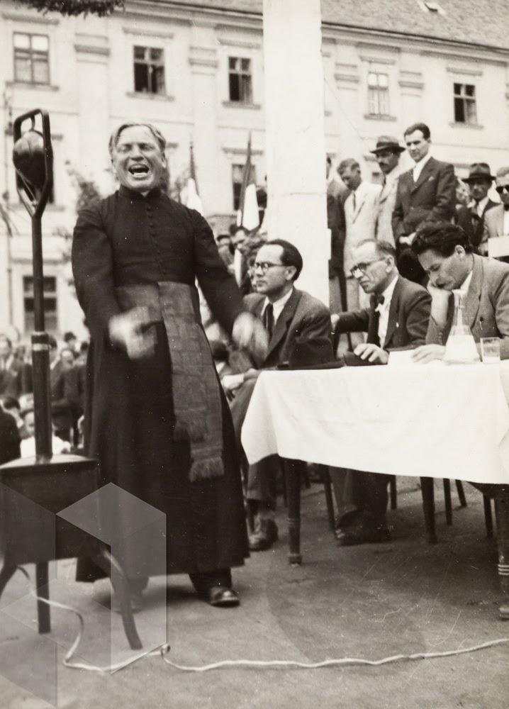 Választási nagygyűlés a Széchenyi téren, 1945. A háttérben Boros István, Erdei Ferenc és Keresztury Dezső JPM – Helytörténeti Gyűjtemény Ht5560